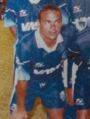 Mimi relembra o auge com a camisa do CSA (Foto: Museu dos Esportes de Alagoas)