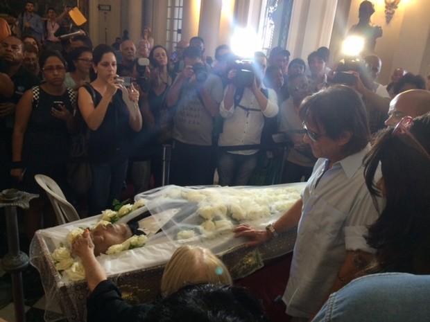 Roberto Carlos se despede de Miele (Foto: Fernanda Rouvenat/G1)