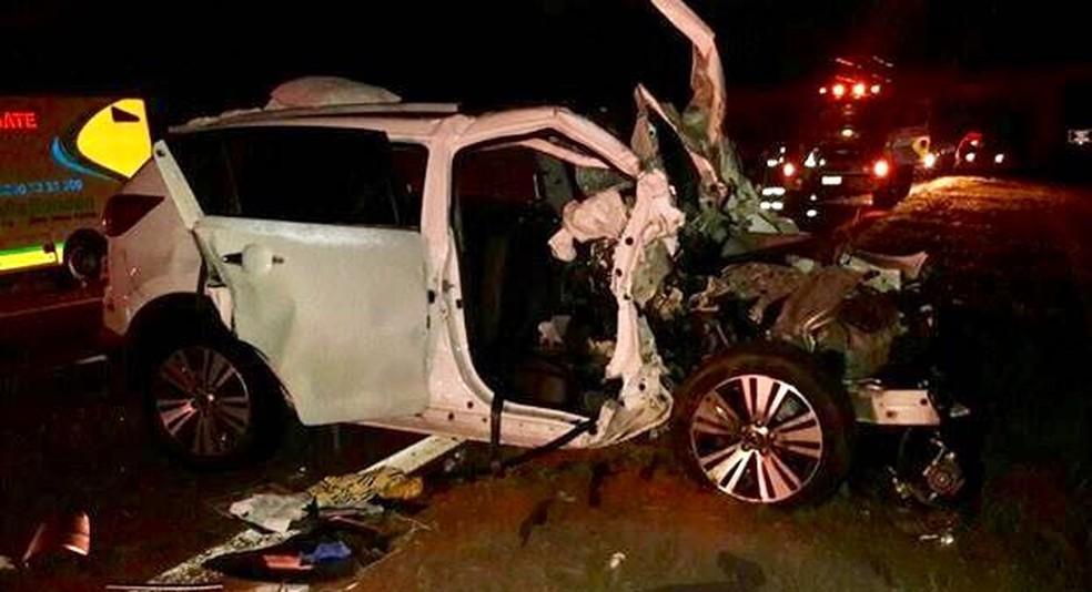 Adolescente de 14 anos foi socorrida em estado grave após a colisão  (Foto: J. Serafim Show / Divulgação )