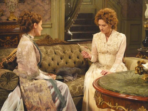 Margarida entrega carta de catarina para Constância (Foto: Lado a Lado/Tv Globo)