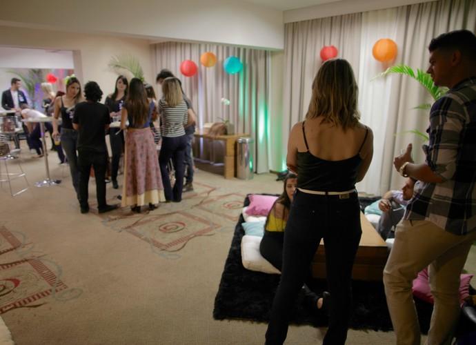Candidatos se reúnem no lounge e aguardam instruções (Foto: Gshow)