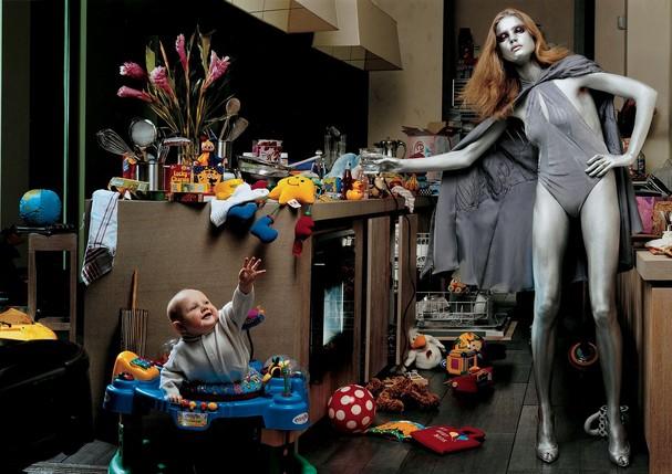 Natalia Vodianova com o filho, Lucas  (Foto: Steven Klein, Vogue US, fevereiro de 2003 )