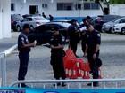 Parentes de PMs saem de Rio das Ostras para ato no batalhão de Macaé; policiamento é normal