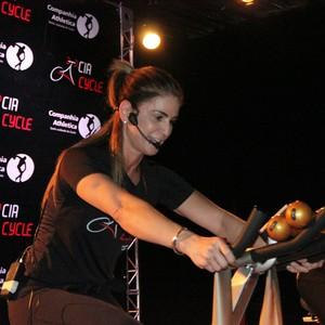 Marília Rezende é uma das professoras do exercício na Companhia Athletica (Foto: Marcos Dantas)