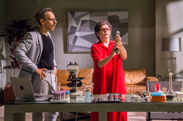 Drica Moraes em cena de 'A fórmula' com Emilio de Mello (Foto: Paulo Belote/ TV Globo)