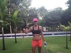 Daniella Cicarelli exibe barriga trincada em dia de treino