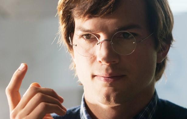 Ashton Kutcher levou tão a sério a preparação para protagonizar 'Jobs' (2013) que chegou a adotar a dieta frutífera de Steve Jobs (1955-2011). Depois de um mês inteiro comendo apenas frutas, o ator foi parar no hospital com problemas no pâncreas. (Foto: Divulgação)