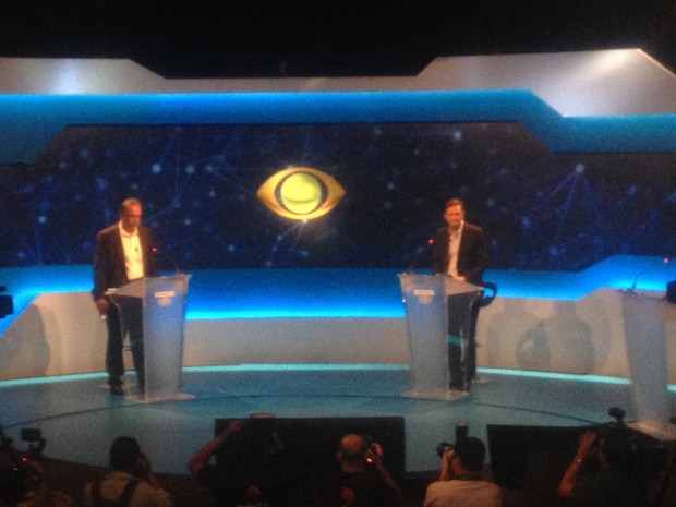 Luiz Fernando Pezão e Marcelo Crivella no debate da Band (Foto: Marcelo Elizardo/G1)