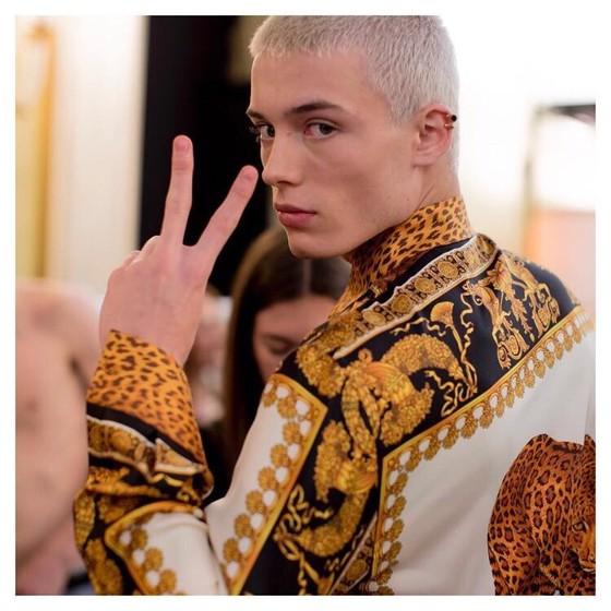 Com apenas 17 anos o brasileiro é a promessa da vez na cena fashion internacional (Foto: Divulgação)