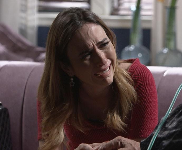Danda não acredita no que vê (Foto: TV Globo)