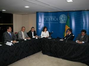 Bancada federal se reuniu em Brasília com Ministor José Cardozo e o presidente da Funai (Foto: Claudio Duarte)