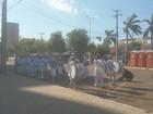Sem desfile cívico, alunos fazem apresentações em estacionamento
