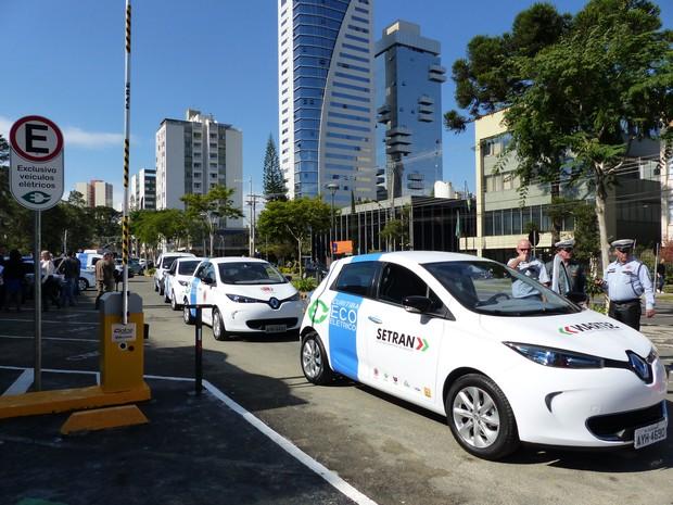 Ao todo, serão 10 carros e outros três miniônibus, movidos a energia elétrica (Foto: Bibiana Dionísio/ G1)