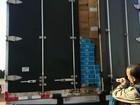 Policiais apreendem 350 mil maços de cigarro em caminhão frigorífico no PR