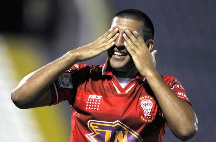 Abila comemora gol do Huracan contra o Alianza de Lima (Foto: Agência re)