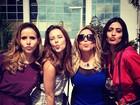 Paolla Oliveira manda beijo com atrizes nos bastidores de novela