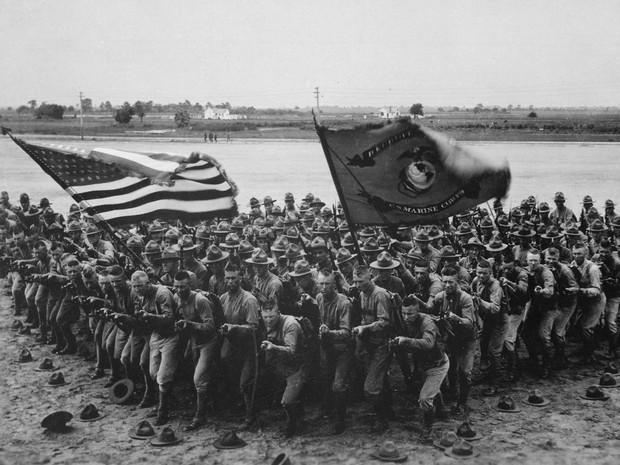 Primeira Guerra Mundial: foto de grupo de soldados americanos em material de publicidade de recrutamento (Foto: Flickr/U.S National Archives)