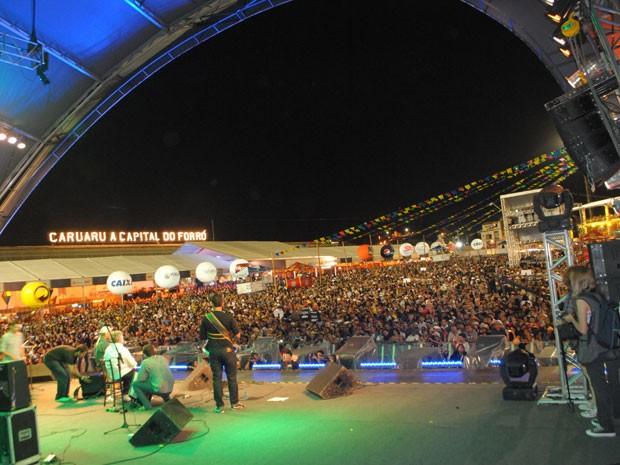 Pátio de Eventos ficou repleto de gente na noite de abertura do São João de Caruaru (Foto: Thomás Alves/Da TV Asa Branca)