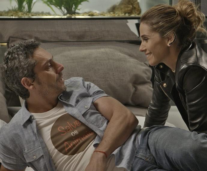 Atena aparece e surpreende o cara (Foto: TV Globo)