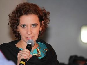 Mediação foi realizada pela poeta e professora Mônica Menezes (Foto: Egi Santana/Flica)