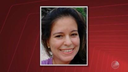 Professora morta a facadas dentro de casa é enterrada na cidade de Pé de Serra