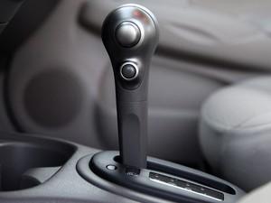 Câmbio automático pode passar do Parking para o Drive sem que o freio esteja acionado.  (Foto: Divulgação)
