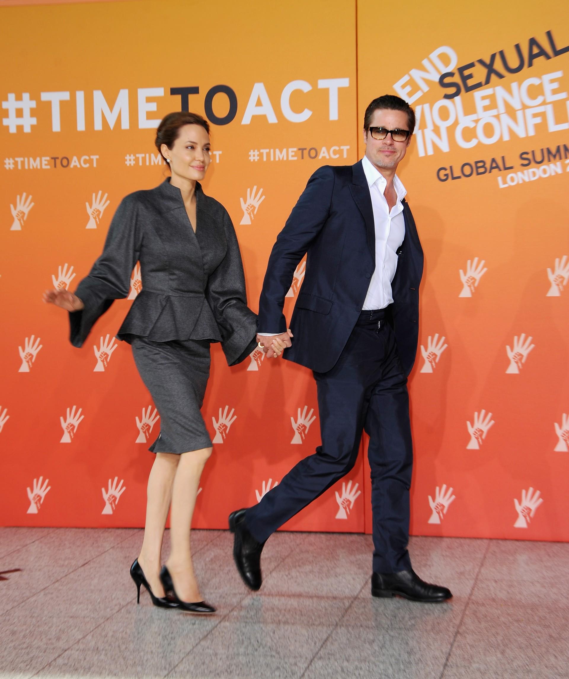 Apesar de estarem juntos desde 'Senhor e Senhor Smith' (2005), os belos não se casaram oficialmente. Sua união estável dá lar a seis crianças e são conhecidos pelo seu trabalho humanitário ao redor do mundo. Ano passado, ganharam US$ 50 milhões. (Foto: Getty Images)