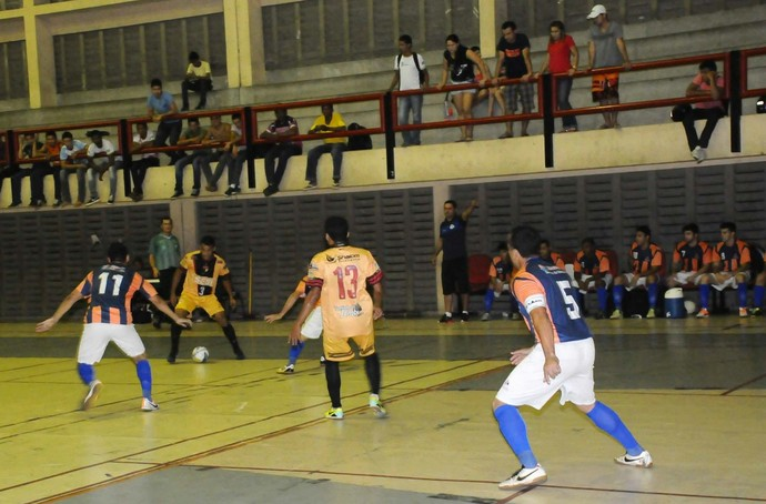 Cajuína e Einstein na abertura do Campeonato Metropolitano de Futsal (Foto: Divulgação/Cajuína)