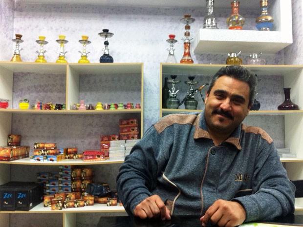 O sírio Jehad Alhafi abriu a Casa Narguile em Santana, Zona Norte de São Paulo (Foto: Paula Paiva Paulo/G1)