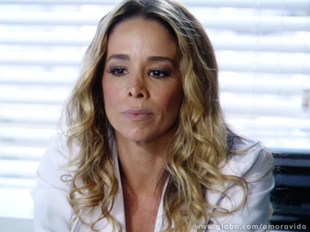 Amarilys não consegue engolir a separação de jeito nenhum... (Foto: Amor à Vida / TV Globo)