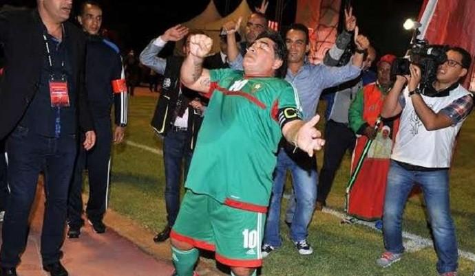 BLOG: Gordinho, Maradona dança até o chão no Marrocos e faz belo gol