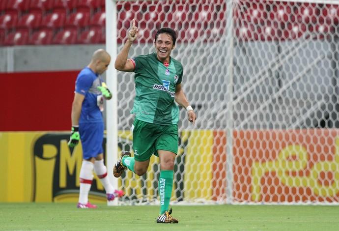 Náutico x Salgueiro Jeferson Berger gol (Foto: Aldo Carneiro/Pernambuco Press)