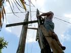 Famílias que passaram toda a vida sem energia elétrica recebem a luz