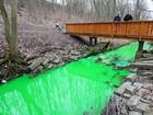 Vazamento químico deixa ribeirão verde na Alemanha