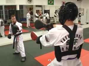Atleta gaúcho de taekwondo se prepara para disputar Panamericano 2016 no Uruguai (Foto: Reprodução/RBS TV)