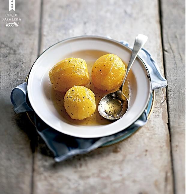 A laranja poché, aromatizada com baunilha, é um acompanhamento original para o sorvete de massa. (Foto: StockFood/Great Stock!)