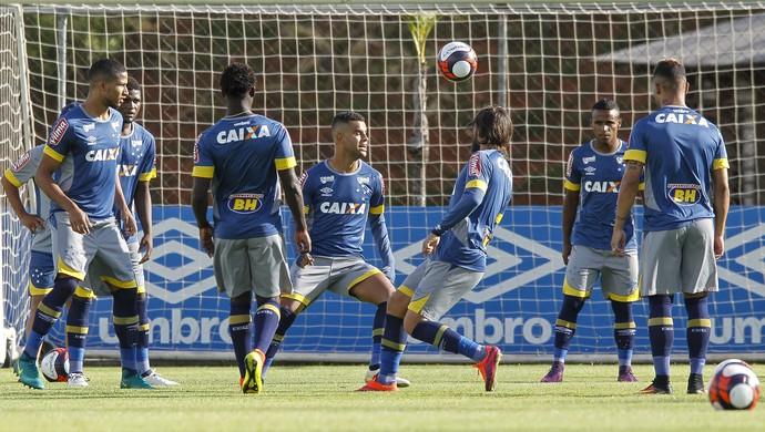 Desde o começo com bola, Cruzeiro dá início ao regime de concentração