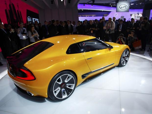 Kia GT4 Stinger no Salão de Detroit 2014 (Foto: REUTERS/Joshua Lott)