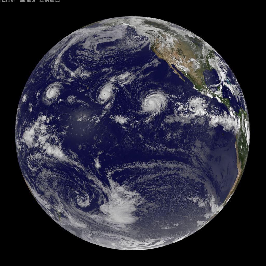 Visão dos três furacões se formando no Pacífico (Foto: NASA)