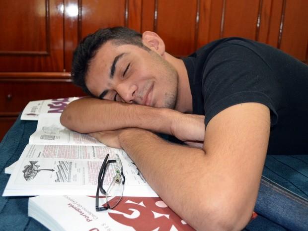 De tanto estudar, garoto chegou a desmaiar, mas foi aprovado em quatro universidades públicas - Piracicaba (Foto: Thomaz Fernandes/G1)