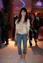 Look do dia: Bianca Comparato usa cashmere e jeans em pré-estreia vip