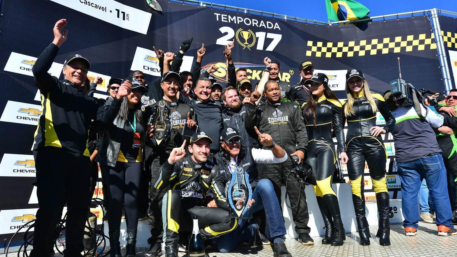 Vitor Genz da Eisenbahn Racing Team e equipe (Foto: Divulgação/Vicar)
