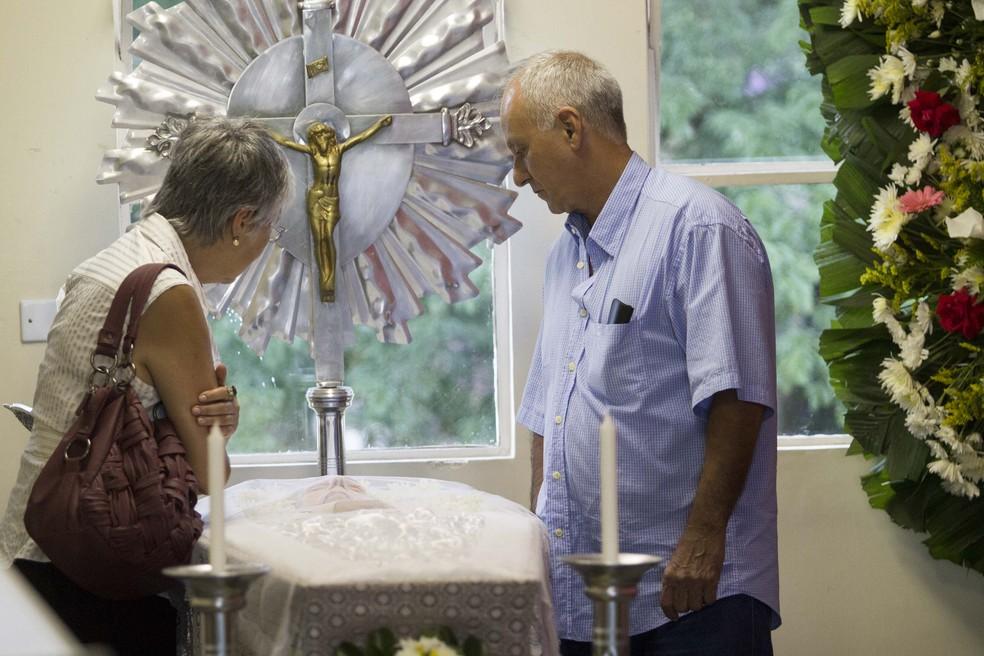 Velório do corpo da atriz Vida Alves, de 88 anos, no Cemitério do Araçá, na região centro-oeste de São Paulo (Foto: Marcelo Gonçalves/Sigmapress/Estadão Conteúdo)