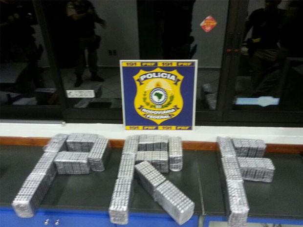 Polícia apreende 30 mil comprimidos com auditor fiscal em Pouso Alegre. (Foto: Polícia Rodoviária Federal)