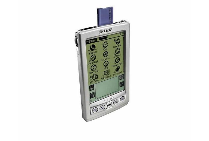 PDA da Sony, com Palm OS, era um dos portáteis mais avançados do início da década (Foto: Reprodução/Microsoft)
