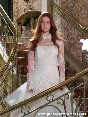 Nicole aparece na escada para Thales (Foto: Amor à Vida/ TV Globo)