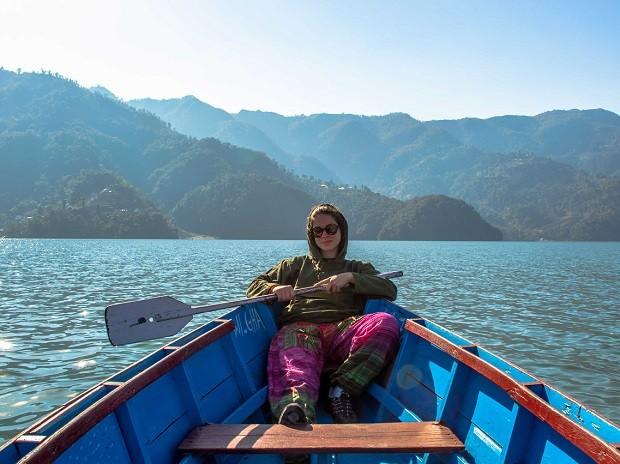 A publicitária Julie Assêncio, de Brasília, durante passeio no Nepal (Foto: Diocá/Divulgação)