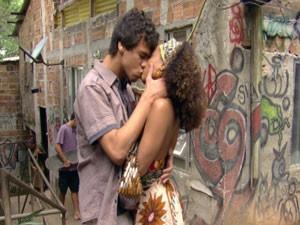 Dieguinho beija Tamtam, mas leva fora da morena (Foto: Malhação / Tv Globo)
