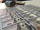 Dólar perde quase 2% frente ao real em outubro, cotado a R$ 3,19