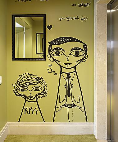 O grafite de Bruno Dias deixa o hall do elevador com jeito original (Foto: Victor Affaro/ Editora Globo)